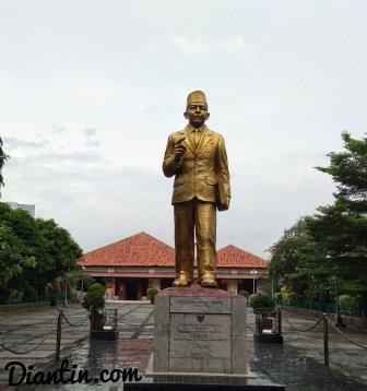 tempat bersejarah - museum mh. thamrin - diantin.com