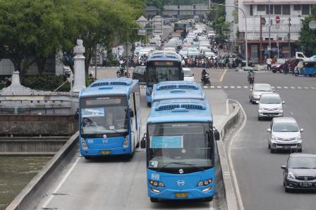 keliling jakarta naik busway - diantin