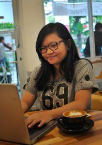 ngerjain tugas di off koffee kaya - diantin.com