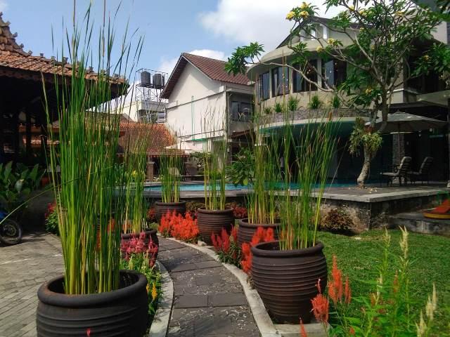 suasana hotel sriti tempat menginap di magelang - diantin.com