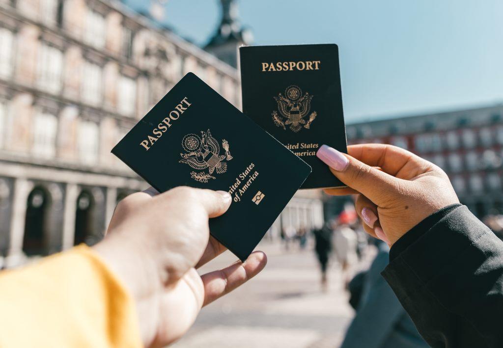 paspor barang wajib yang harus dibawa saat traveling